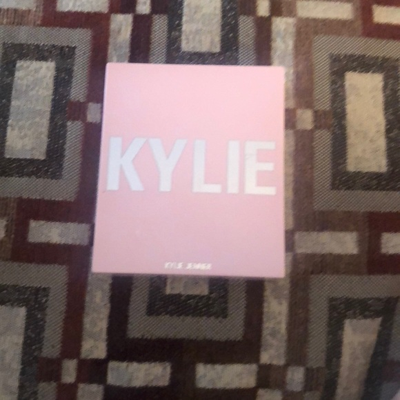 Kylie Jenner  blush - we're going shopping